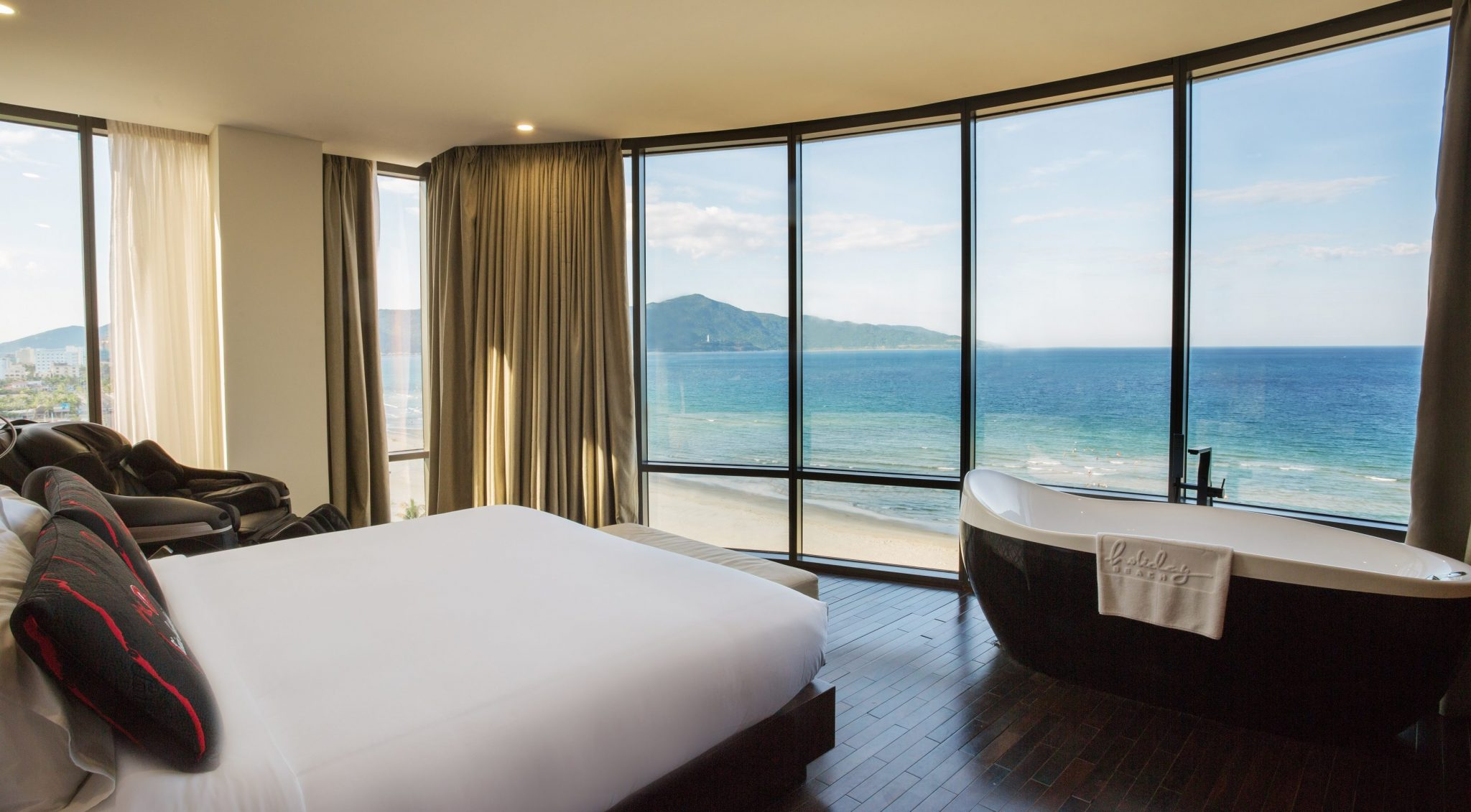Image result for Khách sạn Holiday Beach room