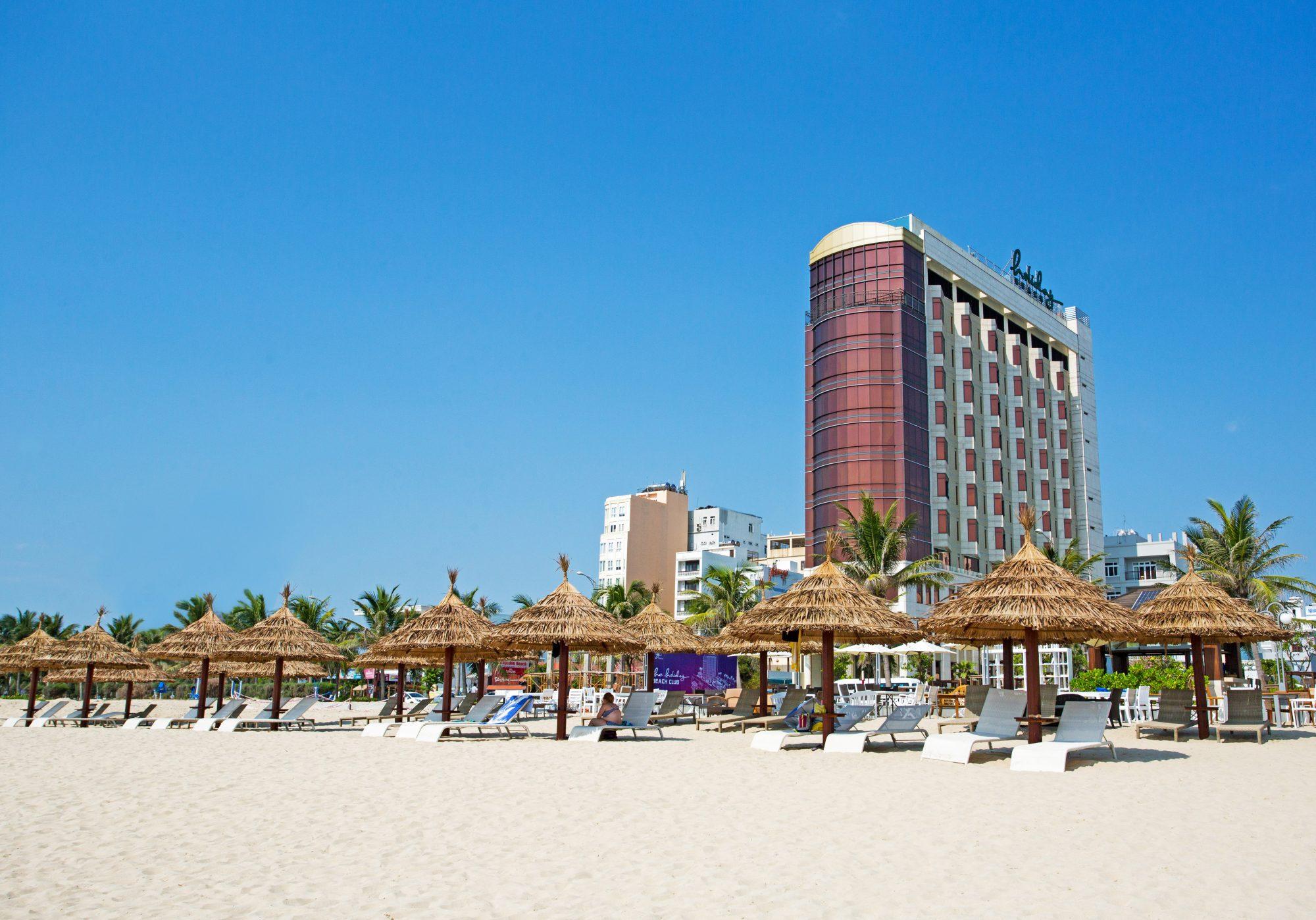 Kết quả hình ảnh cho hình khách sạn ven biển